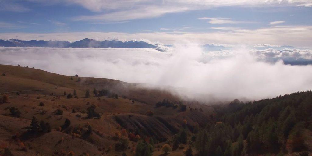 vue des hauteurs du parcours de la Gapencimes dans le massif du Dévoluy en automne