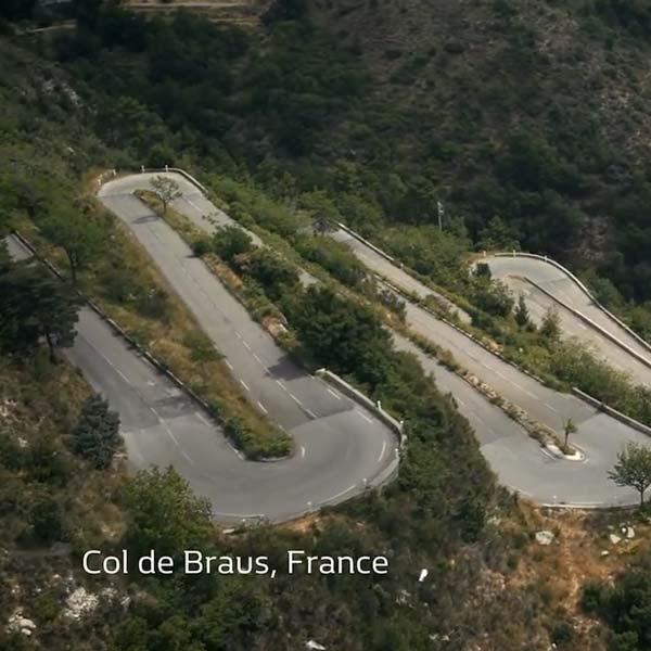 Plan drone des virages en lacets du col de Braus en France